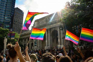 ゲイ、ニューハーフ、LGBTの方をセブンは応援いたします